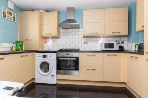 Kitchen of Oaklands Mews, Rochford, Essex