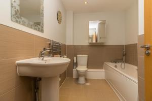 Three piece bathroom of Oaklands Mews, Rochford, Essex