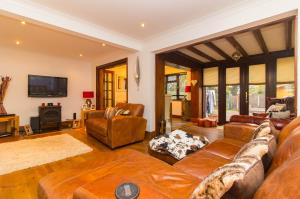 Living room of Pinewood Avenue, Leigh-on-Sea, Essex