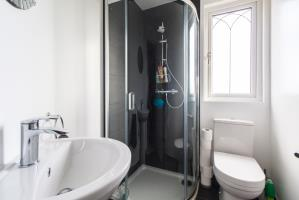 En-suite of Seaforth Avenue, Southend-on-Sea, Essex