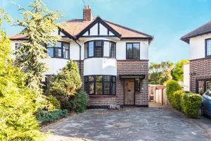 Photo of Earls Hall Avenue, Southend-on-Sea, Essex