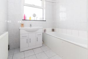 Bathroom of Hobleythick Lane, Westcliff-on-Sea, Essex