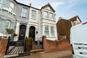 estate agent picture